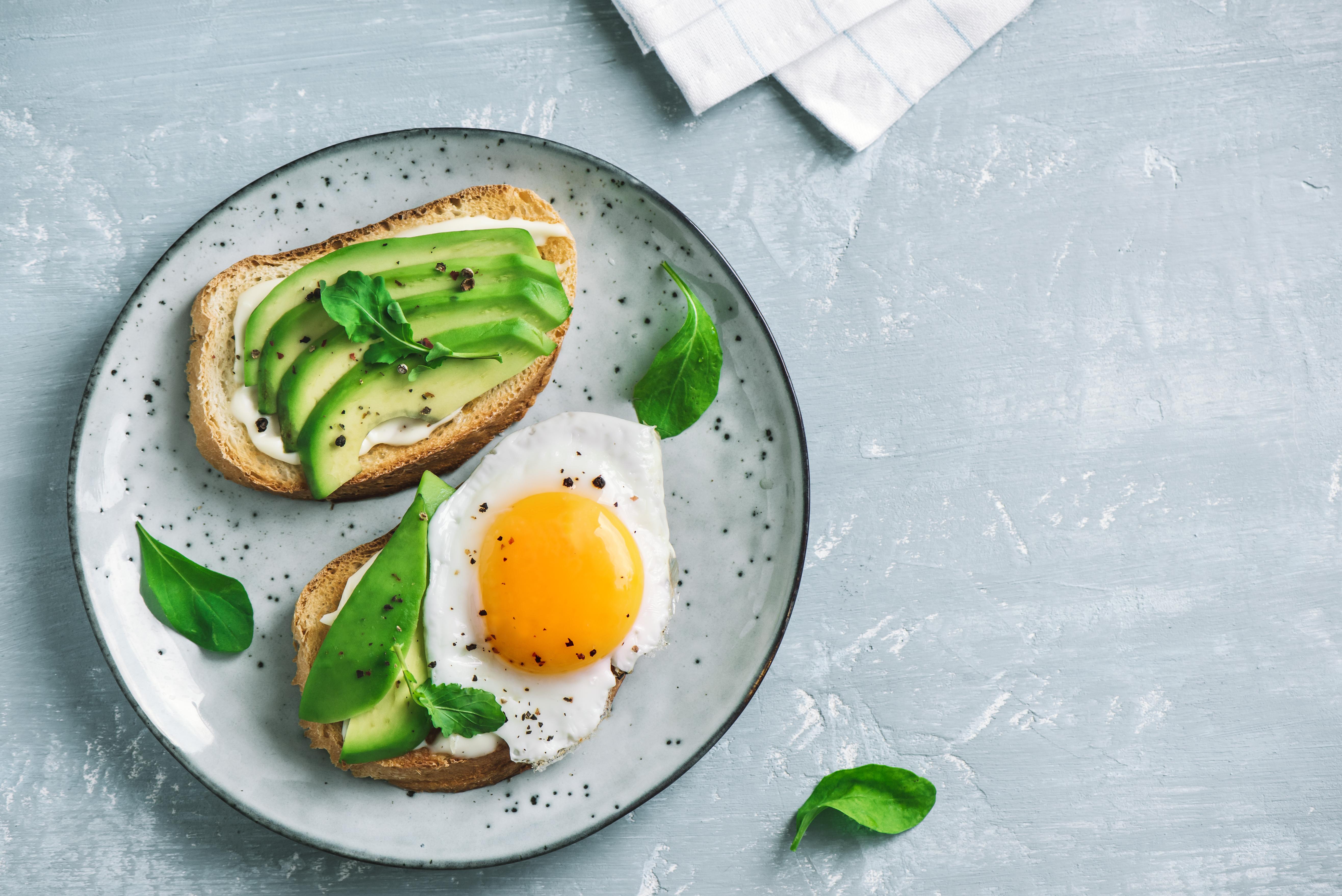Les patients atteints de diabète de type 2 peuvent améliorer leur capacité à réguler leur glycémie s'ils consomment des aliments contenant moins de glucides et davantage de protéines et de lipides