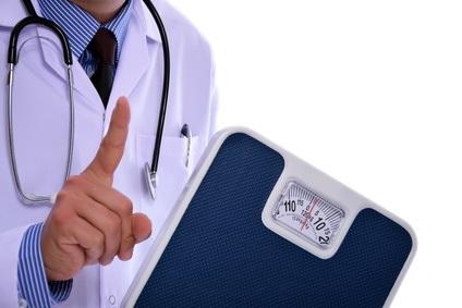 Il est recommandé aux patients en surpoids ou obèses, en particulier à ceux atteints de syndrome métabolique, de perdre du poids par une modification du mode de vie.