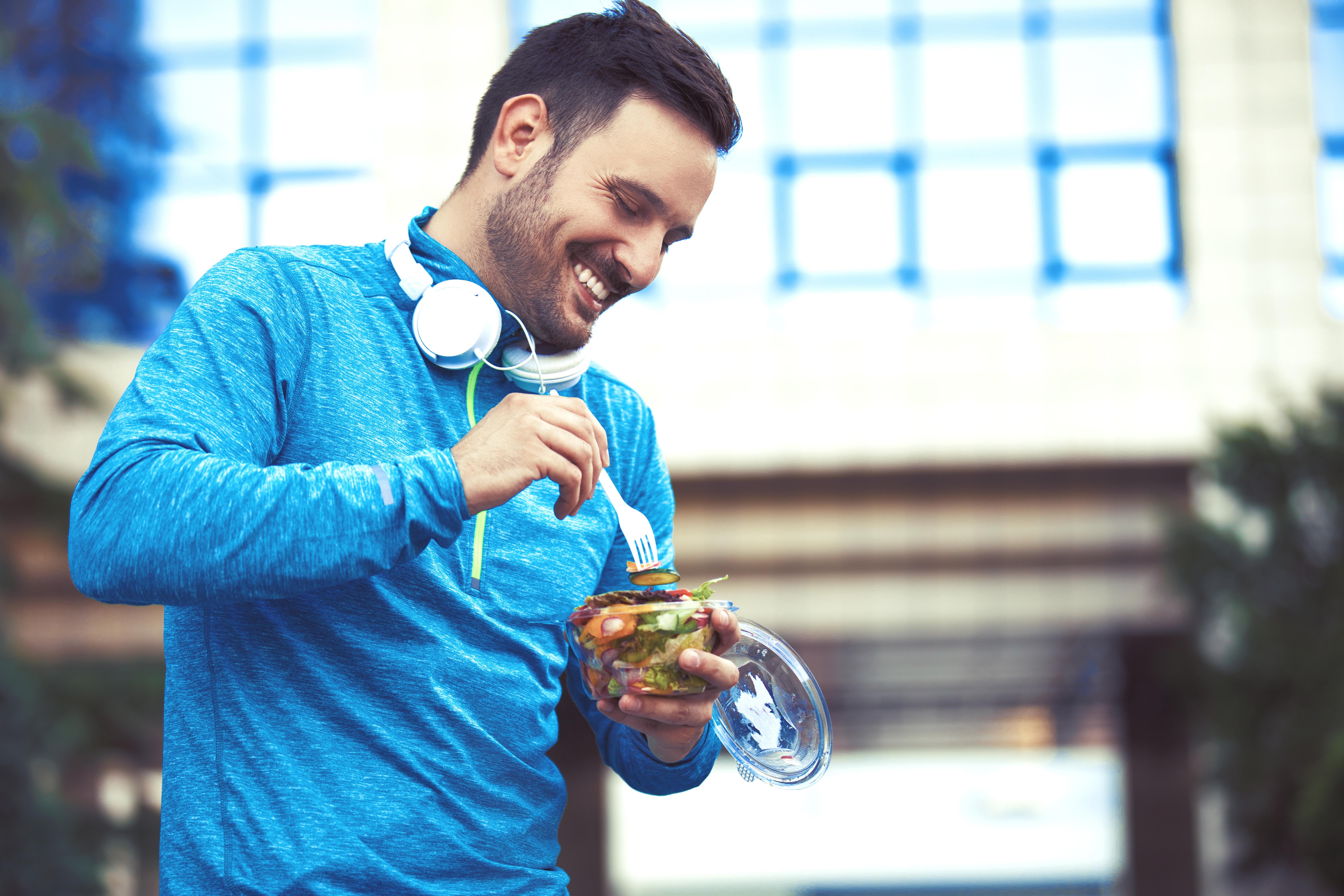 L'observance de ces 2 facteurs de mode de vie, la pratique régulière de l'exercice et une alimentation saine, à partir de la quarantaine est synonyme de bénéfice considérable en matière de santé cardiométabolique plus tard dans la vie (Visuel Adobe Stock 170105073)